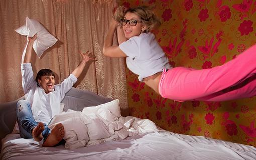 http://members.personallifemedia.com/wp-content/uploads/2017/06/girlfriend-flying-on-bed.jpg