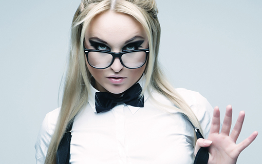 http://members.personallifemedia.com/wp-content/uploads/2017/08/lovely-blond-woman-with-glasses-510x320.jpg