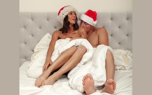 http://members.personallifemedia.com/wp-content/uploads/2017/12/Couple-In-Bed-With-Xmas-Hats-320.jpg
