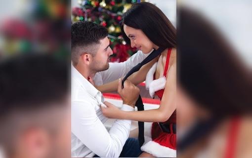 http://members.personallifemedia.com/wp-content/uploads/2017/12/Lovely-Couple-Beside-Xmas-Tree-320-2.jpg