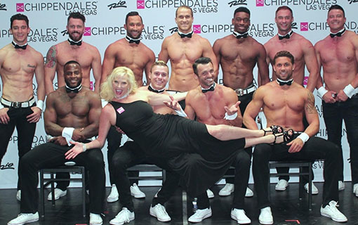 http://members.personallifemedia.com/wp-content/uploads/2018/05/SUZ-WITH-CHIPPENDALE-DANCERS.jpg